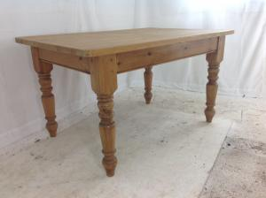 Antique_style_farmhouse_table