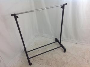 Height_adjustable_clothes_rail