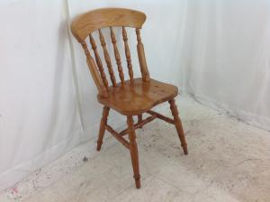 Pine_varnished_kitchen_chair
